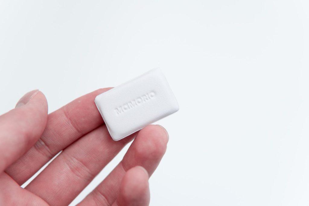 薄い財布ユーザー必携!超小型の紛失防止トラッカー『MAMORIO FUDA』レビュー