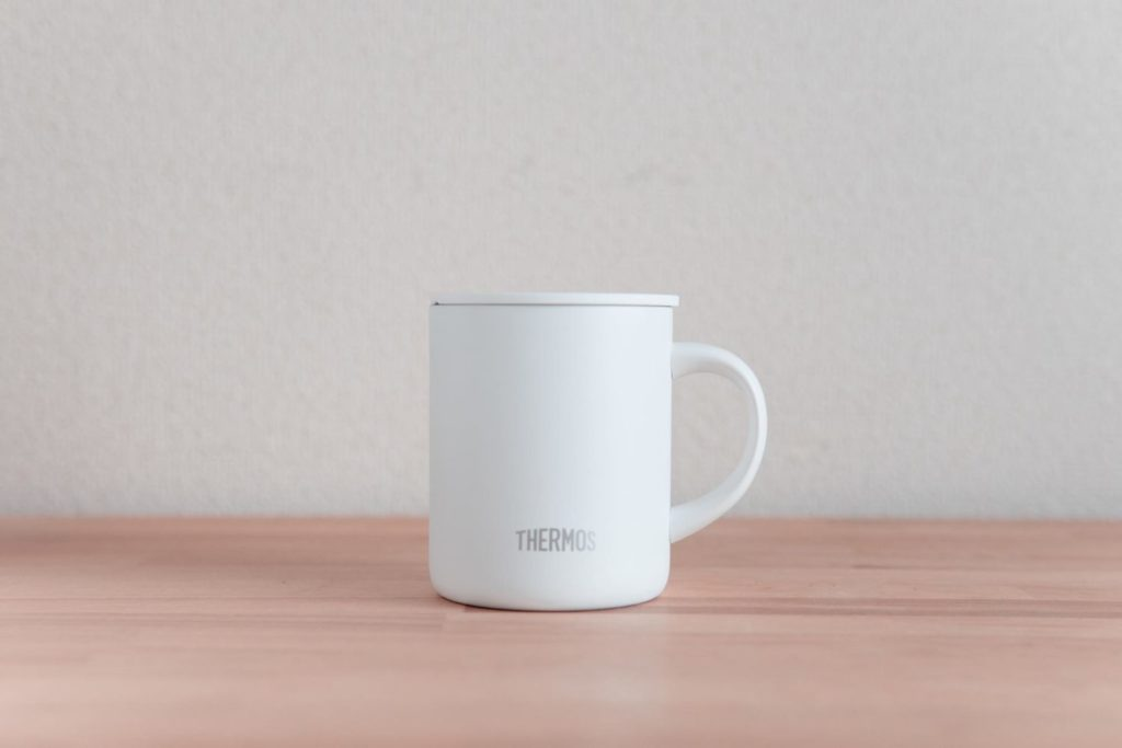 これが欲しかった!シンプルなのに長時間保温&保冷できるサーモスの『真空断熱マグカップ』レビュー
