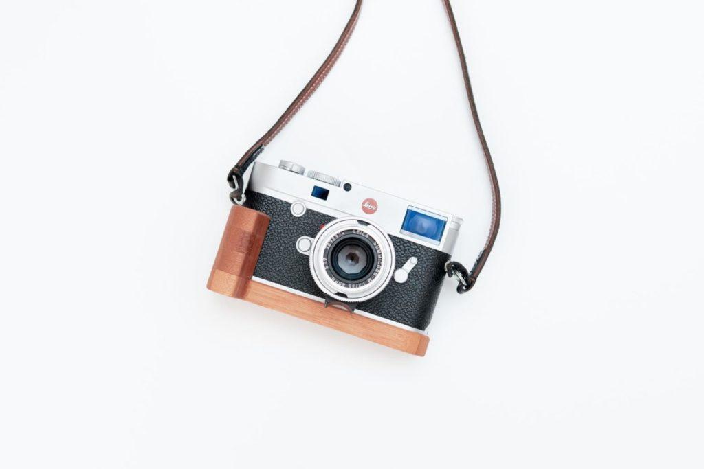 【買ったモノ】Leica M10用グリップに合わせる『J.B. Camera Designs』の木製グリップ
