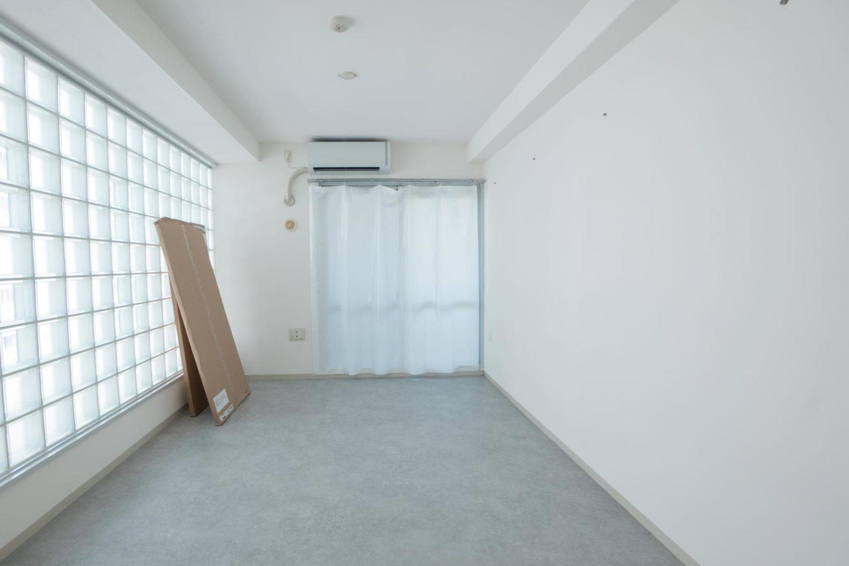 クッションフロアでモルタル調のアーバンな部屋に 自宅にオフィスを構築する②