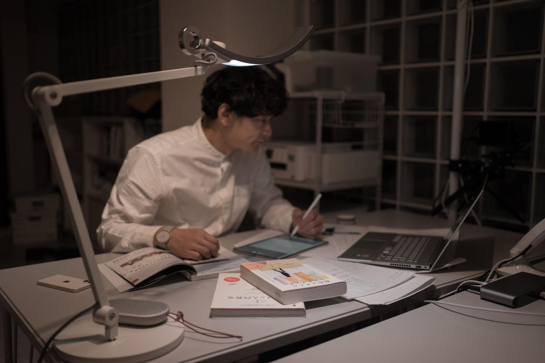 機能美とデザイン性が同居するミニマルなLEDデスクライト『WiT Eye-care』[PR]