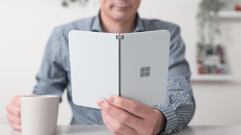 おすすめしないけど好き。手帳のような折り畳みスマホ『Surface Duo』を買った